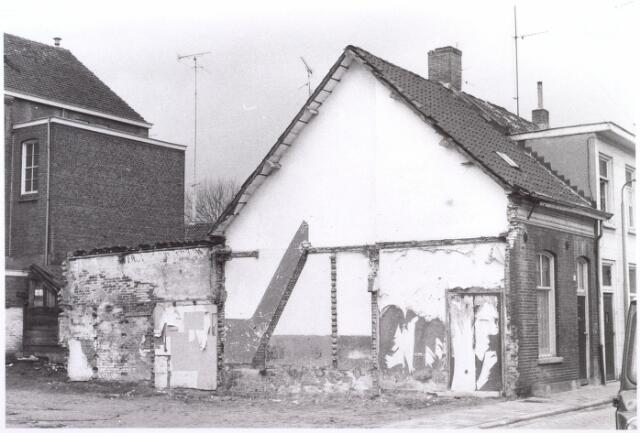 017664 - Zijgevel van het pand Van Doorenstraat 30 anno 1973