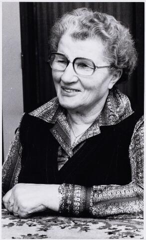 102561 - Mevr. Knipscheer-Snoek, 33 bestuurslid van de K.V.O., Katholieke Vrouwenorganisatie Oosterhout.
