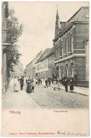 000056 - Bisschop Zwijsenstraat met rechts het klooster van de zusters franciscanessen van de HH. Familie.