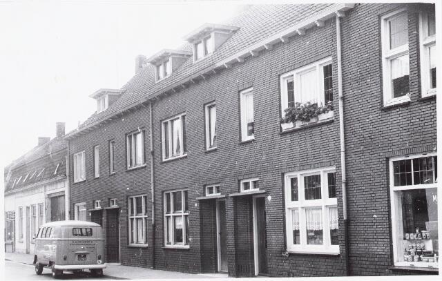 027996 - Inklijk Koningsstraat genomen vanaf Oranjestraat in de richting Piusplein, thans Paleisring
