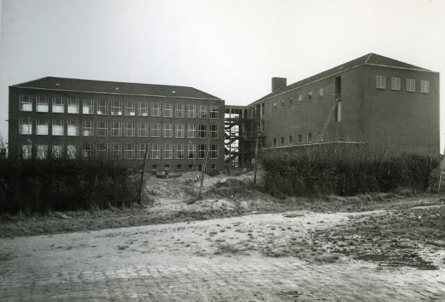 092012 - De SINT PAULUS HBS aan de Wandelboslaan in aanbouw, 1959