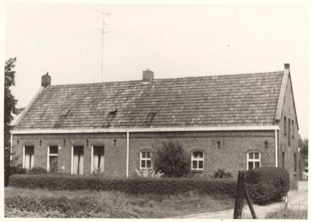 022046 - Boerderij van de familie Van Hoof aan de Hilvarenbeekseweg, gelegen tussen de Zwaluwstraat en de Leijparkweg. Heeft in 1970 plaats moeten maken voor nieuwbouwwoningen