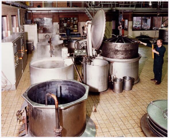 037968 - Textiel. Het verven van wol bij wollenstoffenfabriek C. Mommers & Co.