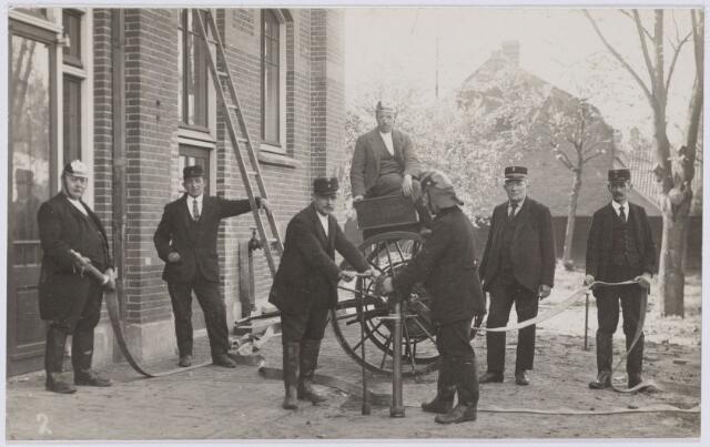 103677 - Brandweer. kring no. 5 Langestraat. brandmeester A. Donders (2e van rechts)