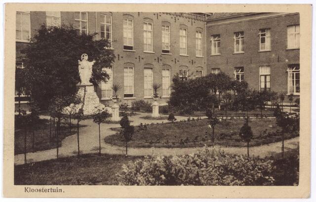 001756 - Binnentuin met H. Hartbeeld in het moederhuis van de zusters van liefde aan de Oude Dijk.