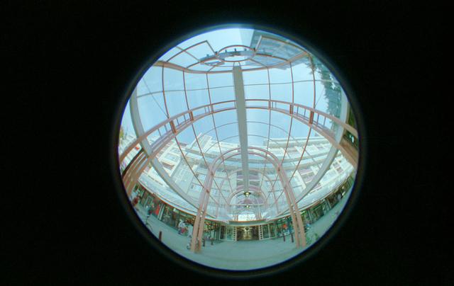 D-00689 - Ingang Emma-winkelpassage, genomen met een fisheye lens