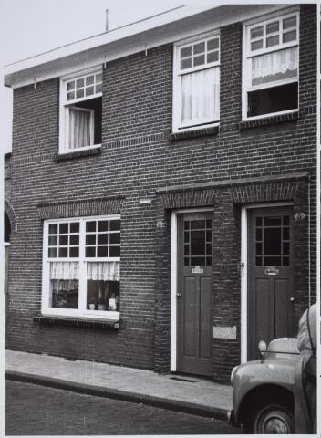 025897 - Pand Lindenstraat 6, met aan de gevel een Brandwacht-plaatje