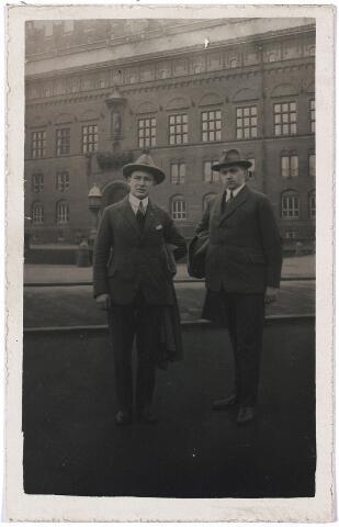 004793 - Norbert MUTSAERTS, links, en Laurent JANSSENS in Kopenhagen, in 1929. Zie foto nr. 4795