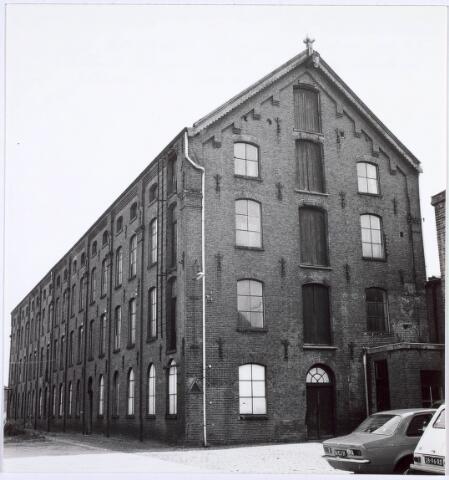 019218 - Gebouw behorende tot het complex van wollenstoffenfabriek C. Mommers. Het is het hoogste fabrieksgebouw dat ooit in Tilburg is gebouwd.  Het is in twee etappen tot stand gekomen, te weten in 1885 en 1894. Thans behoort het tot het Nederlands Textielmuseum