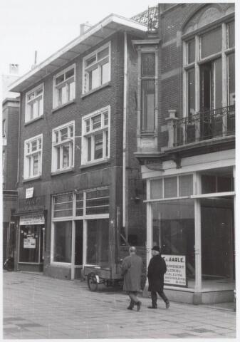 021587 - Heuvelstraat ter hoogte van Vroom & Dreesmann in de richting van de Heuvel