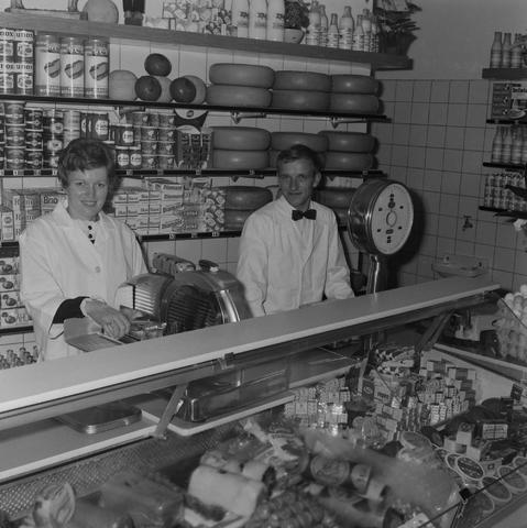 1237_013_018_006 - Kruidenierswinkel Witjes Thomas van Kempenstraat. Vleeswaren