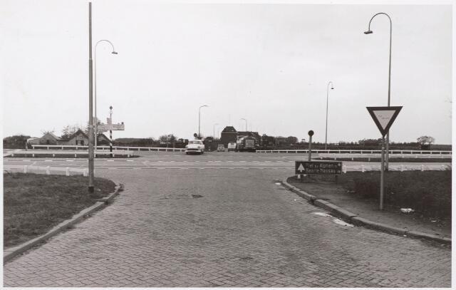 030463 - Kruising Rielseweg-Ringbaan-Zuid, gezien vanuit het noorden. Thans ongeveer Gen. Winkelmanstraat-Laarveld Oost. Rechts loopt de Karel Doormanlaan (onzichtbaar).