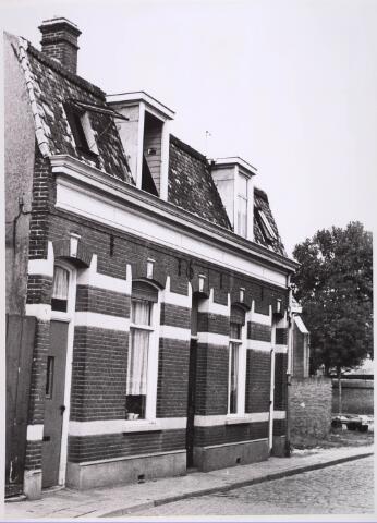 024934 - Panden Kwetteriestraat 1 (rechts) en 3 (links) anno 1966. Thans Jan Evertsenstraat. Voorheen liep hier de Eerste Veedwarsstraat.