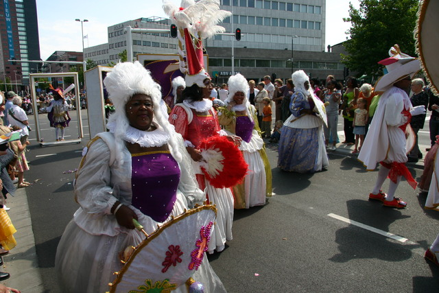 657390 - De T-parade. Een kleurrijke multiculturele optocht door het centrum van Tilburg. De vele culturen van Tilburg worden getoond.