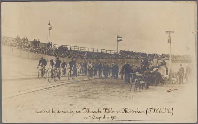 072206 - Wielrennen. Opening van de Tilburgse Wieler- en Motorbaan (T.W.E.M.) aan de Tilburgseweg in Goirle.