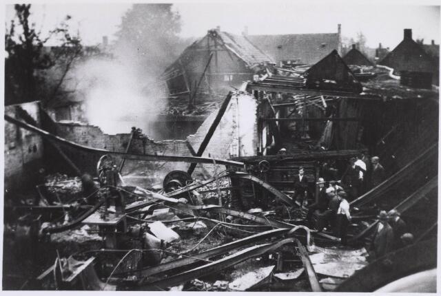023369 - Brand bij timmerfabriek J. A. Stevens aan het Julianapark op 23 september 1930