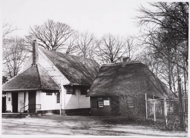 028199 - Kapel bij en geboortehuis van Petrus Donders