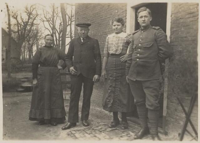 059204 - Eerste Wereldoorlog. Mobilisatie. Familie Van der Dussen.