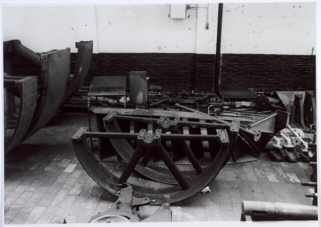 019452 - Textielindustrie. Onderdelen van een van de stoomketels van de gesloten wollenstoffenfabriek H.F.C. Enneking