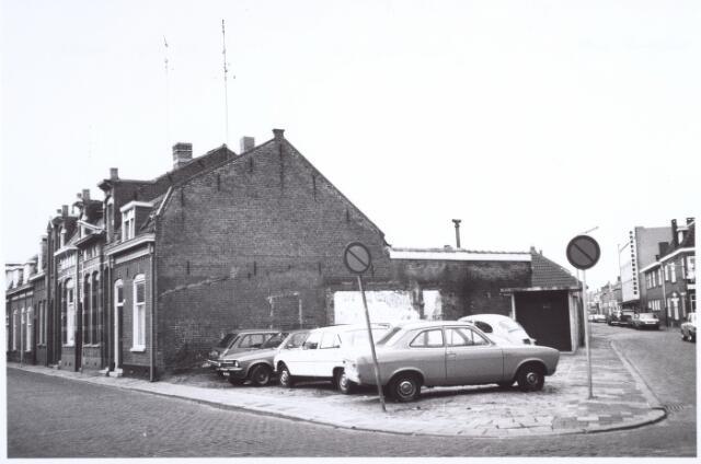 017121 - Spie Capucijnenstraat (links) en Meelstraat anno 1979