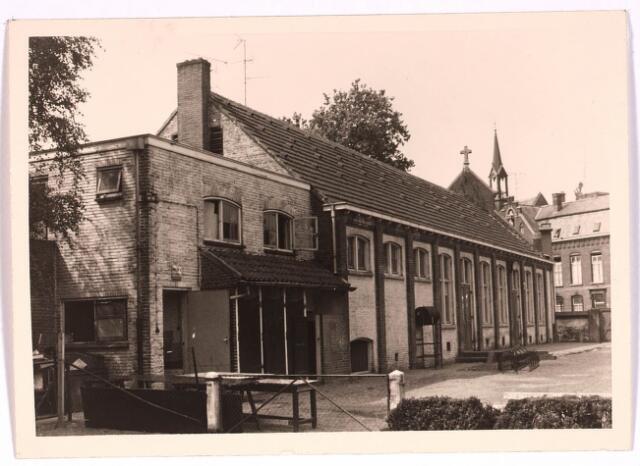 030786 - De Schans.Heikant 34 of 39.Het voormalige patronaat Petrus Donders. Dit is later nog in gebruik geweest als filiaal van de openbare bibliotheek.