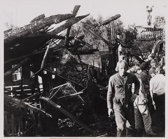 084838 - Schuur in Baarle-Nassau uitgebrand10-10-1975