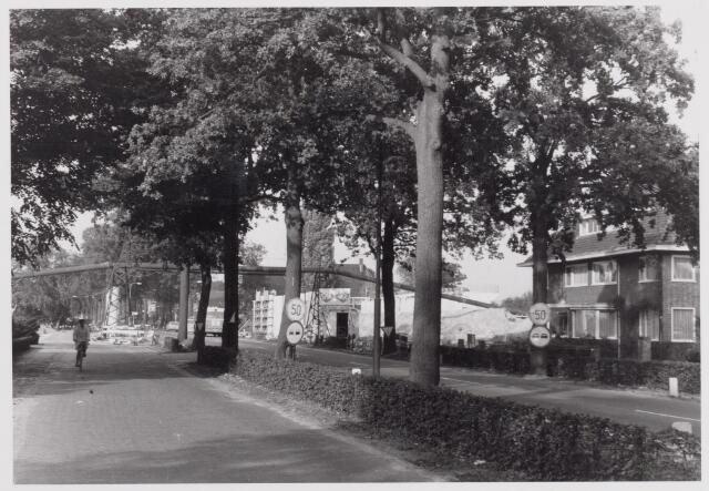 046565 - De Tilburgseweg op de grens Tilburg/Goirle. Op de achtergrond de aanleg van de rijksweg A58.