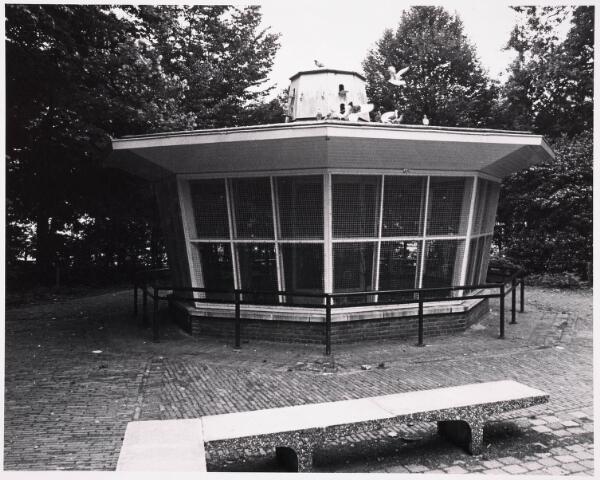 035163 - Vogels. De op 30 april 1954 opgerichte Volière in het Wilhelminapark. Architect W. Vintges.