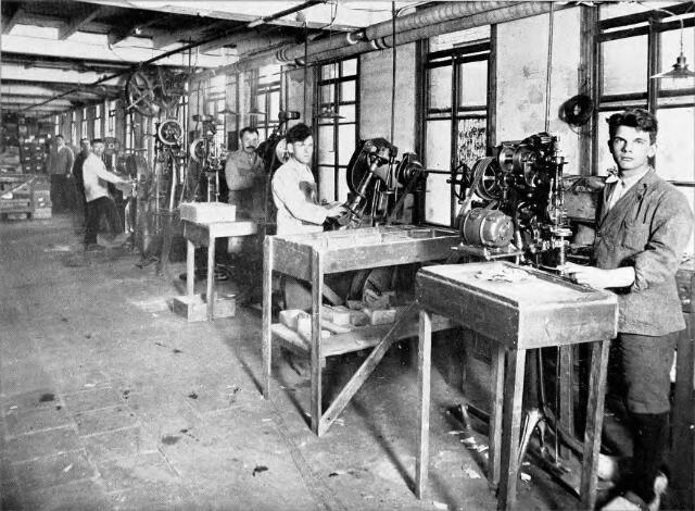 054571 - Hakkenafdeling stoomschoenfabriek Ligtenberg te Dongen.