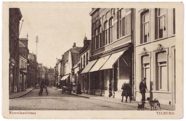 001671 - Nieuwlandstraat richting Stationstraat bij de kruising met de Zomerstraat.