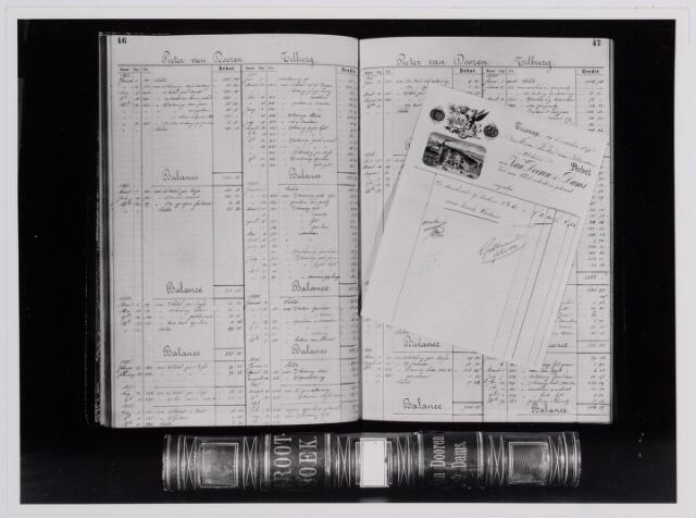 037626 - Textiel. Pagina van een grootboek van de firma Van Dooren & Dams uit 1898