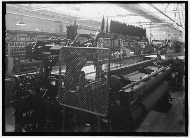 050925 - Textielindustrie. Interieur wollenstoffenfabriek Triborgh aan de Bisschop Zwijsenstraat.