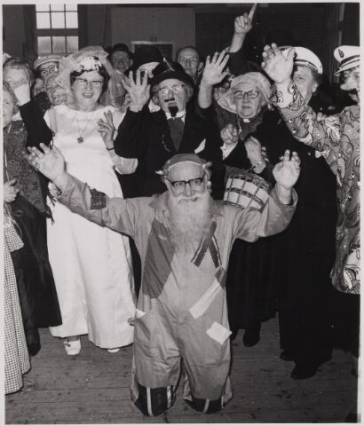084741 - Carnaval. Bejaardenbal
