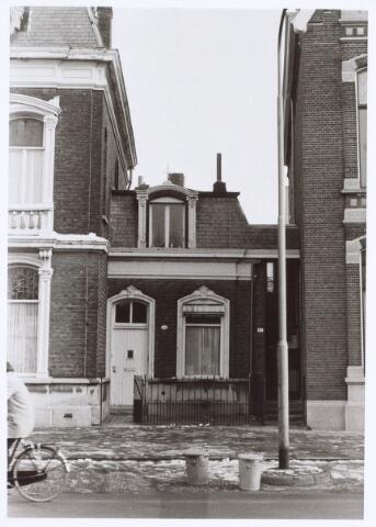 019200 - Dienstwoning tussen fabrikantenwoningen aan de Goirkestraat begin 1976