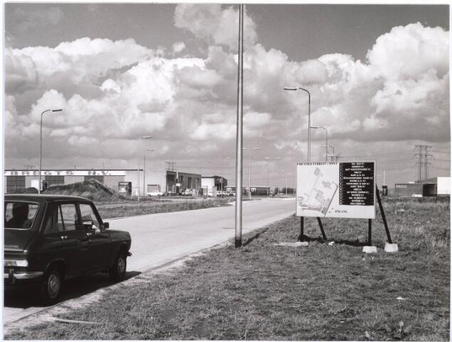 023353 - Industrieterrein-Oost in ontwikkeling. Links vooraan transportbedrijf Zebregts en achteraan het distributiecentrum van Albert Heijn. Rechts Erico Europa NV