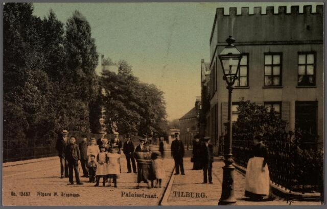 011325 - Paleisstraat richting Willemsplein. Rechts het pand Paleisstraat nr. 20, woning en kantoor van notaris Maas.