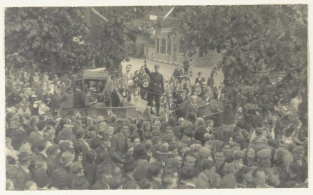 90874 - WOII; WO2: Made en Drimmelen. Bevrijdingsfeest 1945