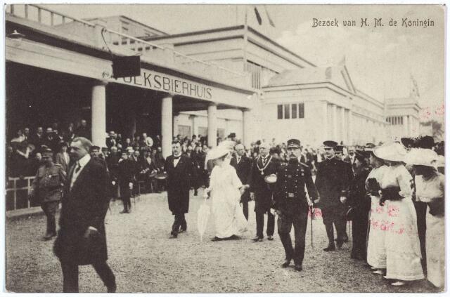 003327 - Koninklijke bezoeken. Bezoek van de koningin aan de Internationale Tentoonstelling van Nijverheid, Handel en Kunst te Tilburg. De foto werd genomen bij het Volksbierhuis.