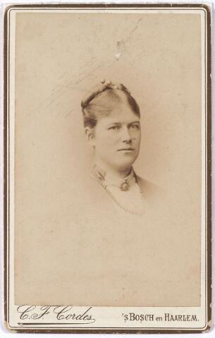 004624 - Coleta Melania Bernardina MUTSAERTS (Tilburg 15-7-1863 aldaar 18-1-1924) trouwde op 28-9-1885 te Tilburg met Casper Maria Hubert Houben, zoon van Caspar Houben en Antonetta L. Verbunt.