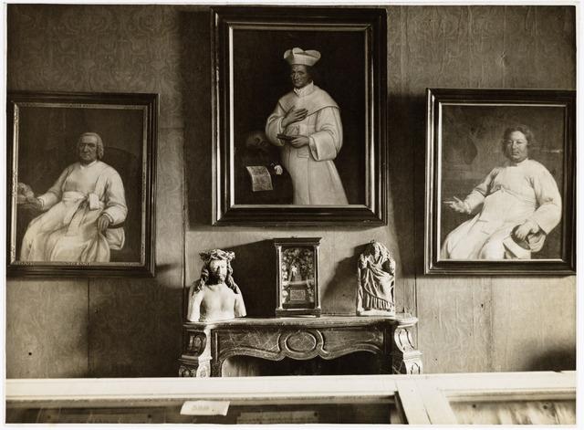 """048936 - 'De folkloreschouw van 20 juli t/m 5 augustus te Tilburg gehouden en tentoongesteld in Zomerstraat no. 18-20-22. De drie schilderijen (cat. nrs 614-616) waren ingezonden door dr. J.P. Le Blanc pastoor van de parochie 't Goirke te Tilburg. De portretten stellen voor vlnr: Mathias Stals O.Praem. kapelaan """"t Goirke (1812-1826), Eugenius van Grunderbeek O.Praem. kapelaan 't Goirke (1812-1818)&Heike (1818-1823), Bruno Dingenen O.Praem. kapelaan 't Goirke (1797-1817)."""