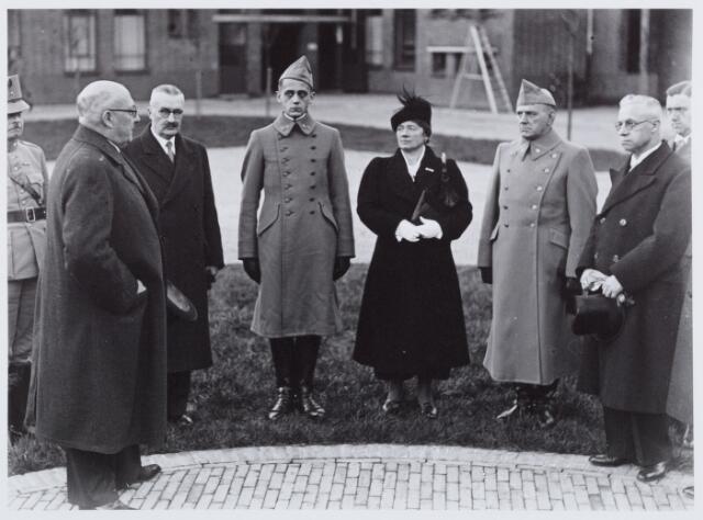 053696 - Opening van de Willem-II kazerne; burgemeester Vonk de Both hield een openingsrede
