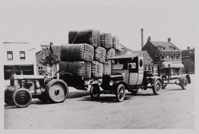 040435 - Een reclamerit  met tractor tijdens de beurs in 1924 uit gevoerd door de firma Knegtel.
