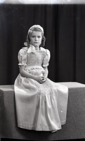 654367 - portret van een jong meisje.