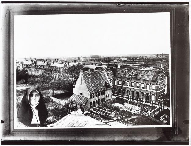 009355 - Kloosters. Zusters van Liefde aan de Oude Dijk te Tilburg. Eeuwfeest van de zusters; Bouwzuster en overste van het klooster