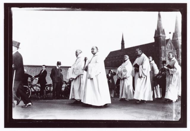 062280 - Kloosters. Viering van het 50-jarig bestaan van de abdij van Onze Lieve Vrouw van Koningshoeven aan de Eindhovenseweg 3