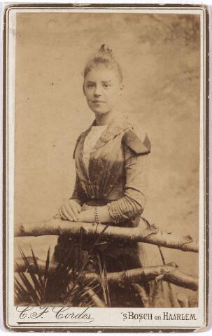 004701 - Anna Helena Wilhelmina Maria JANSSENS (* Tilburg 6-1-1871 † Breda 8-10-1950), dochter van fabrikant Eduardus F.A. Janssens en Marie de Horion de Corby. Zij trouwde met Johan Caspar Marie Houben. Zie foto 4564