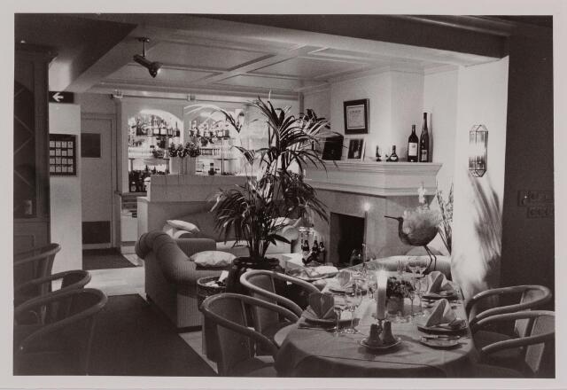 040592 - Café Valentijn,  Heuvel 43.