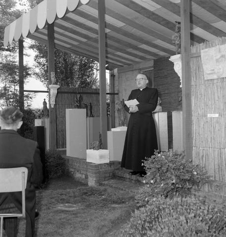 1237_012_1018_001 - Religie. Rooms Katholiek .Pastoor Tillman Parochie Lidwina . Tentoonstelling