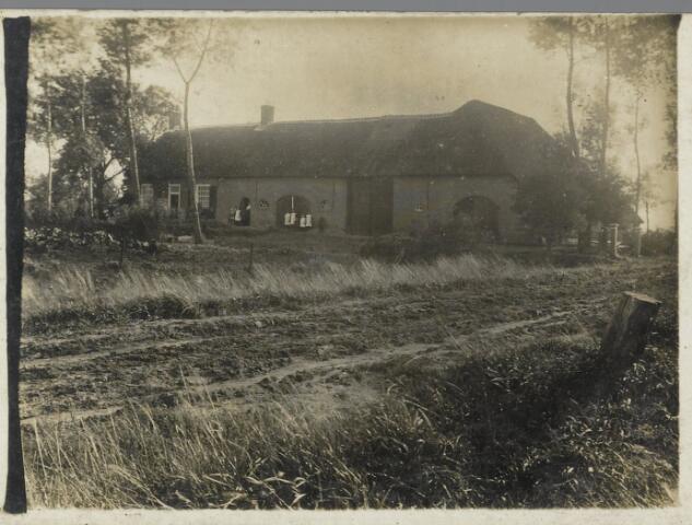 88886 - Dit pand aan de Wildestraat 9 of 11 (nu 15-17) in Wagenberg is in 1951 afgebrand. Zie foto 88861.