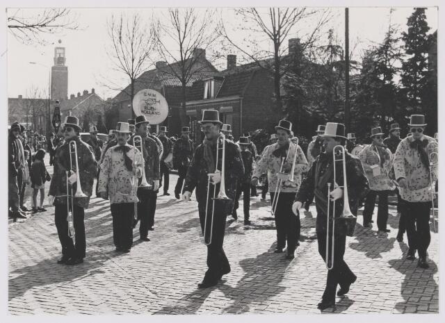 081896 - Rijen. Grote carnavalsoptocht met E.M.M.